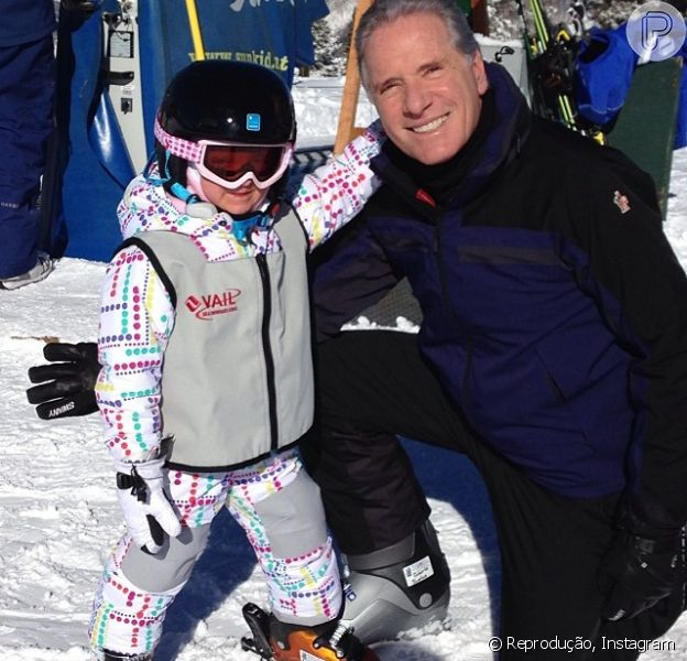 Roberto Justus posa ao lado de sua filha Rafaella em Colorado, nos Estados Unidos, onde passa férias com Ticiane Pinheiro e a namorada, Ana Paula Siebert