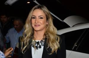 Claudia Leitte se irrita com fãs após show no Recife: 'Sou gente, não objeto'