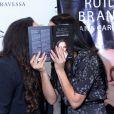 Ana Carolina ganha 'selinho secreto' de Letícia Lima ao lançar livro nesta terça-feira, dia 13 de dezembro de 2016