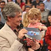 Serginho Groisman chora com a visita do filho, Thomas, em gravação: 'Inesperado'