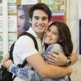 Giulia Costa e Nicolas Prattes negaram o romance. Atores foram irmãos na temporada passada de 'Malhação'
