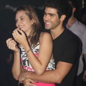 Juliana Paiva e Juliano Laham namoram em show da Big Time Orchestra. Fotos!