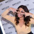 Giovanna Antonelli brinca e faz careta ao posar para os fotógrafos em evento