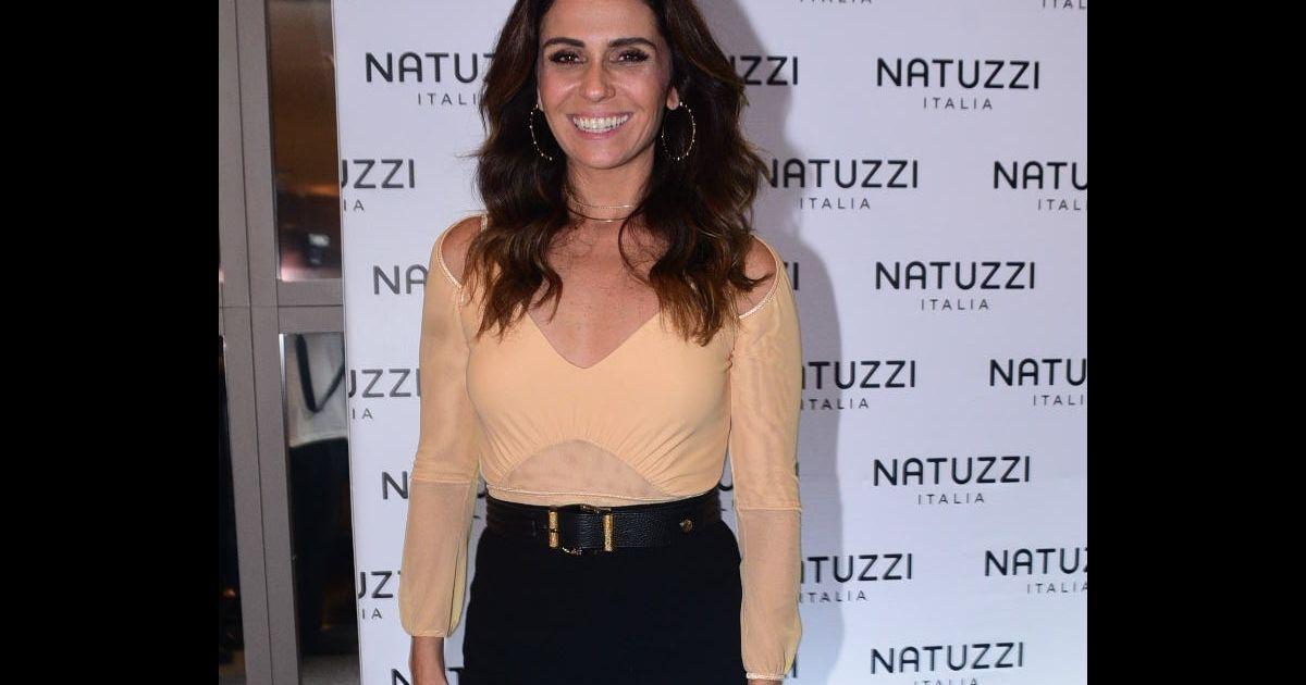 4d304626a7 Giovanna Antonelli exibe boa forma em look com body decotado em São Paulo -  Purepeople