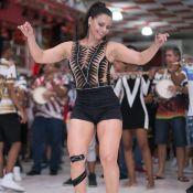 Viviane Araujo tem noite de samba com bandagem no joelho: 'Condropatia patelar'