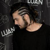 Luan Santana aposta em visual com tranças para fazer show em SP. Veja fotos!