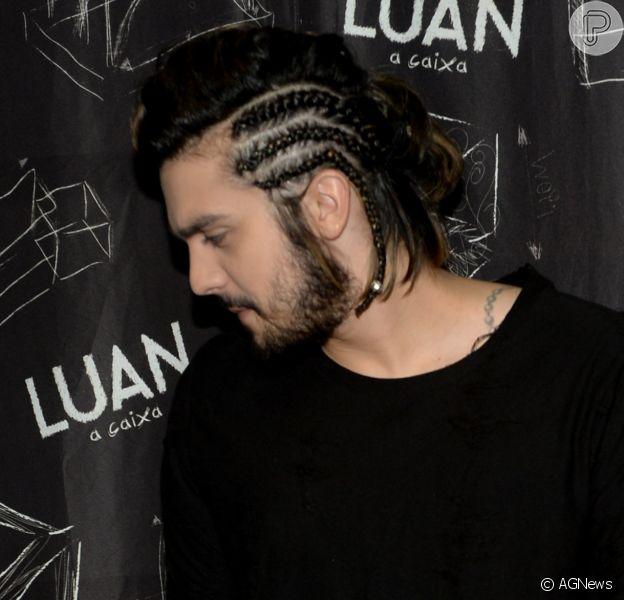 Luan Santana aposta em visual com tranças para fazer show em São Paulo