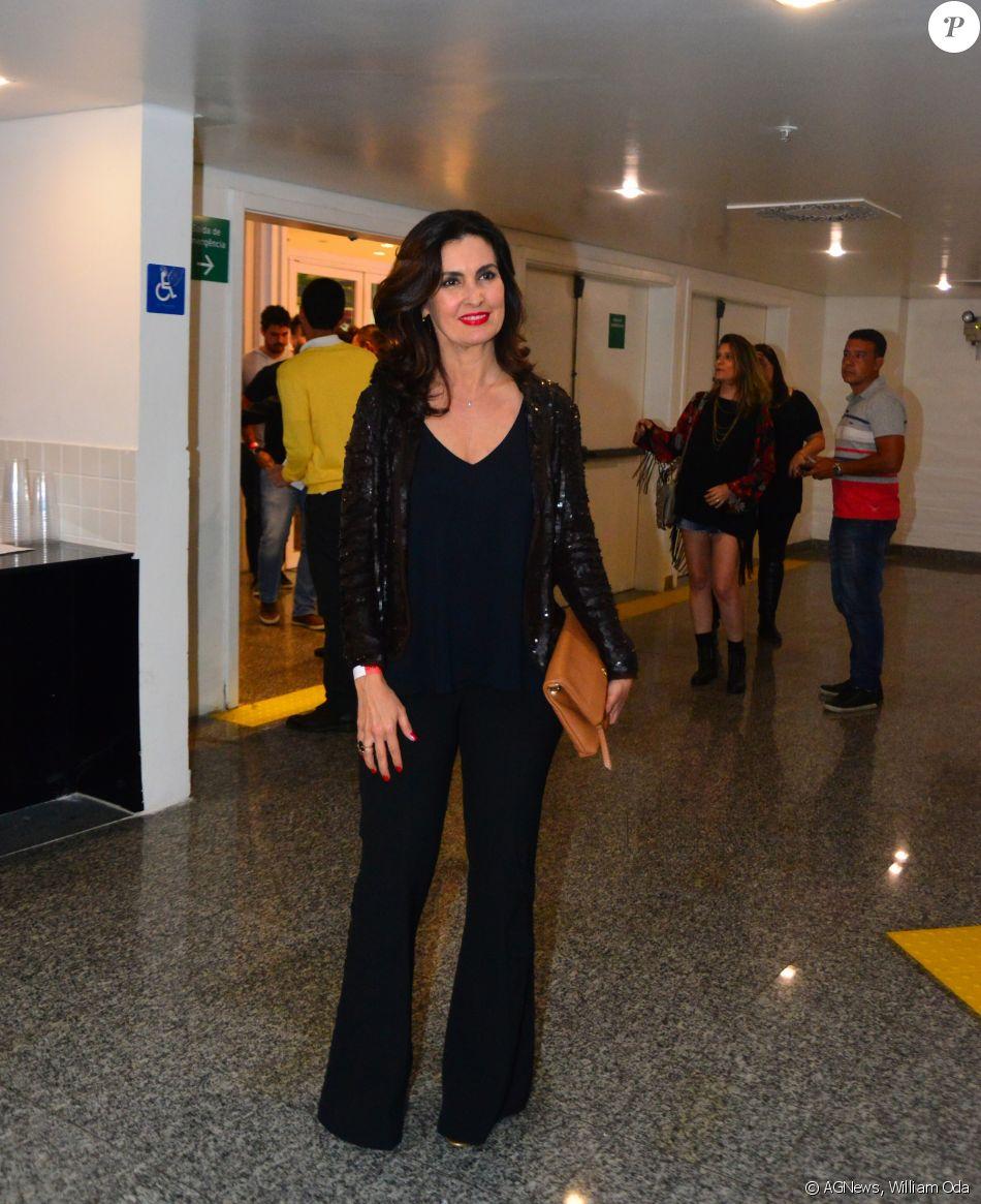 Fátima Bernardes, acompanhada de amigas, prestigia Show de Lulu Santos, no Metropolitan, na Zona Oeste do Rio de Janeiro, na noite deste sábado, 17 de dezembro de 2016