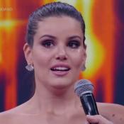 Camila Queiroz chora ao levar troféu no 'Domingão do Faustão': 'Emocionada'