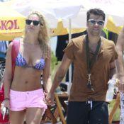 Bruno Gagliasso e Giovanna Ewbank vão à praia juntos em folga de 'Joia Rara'