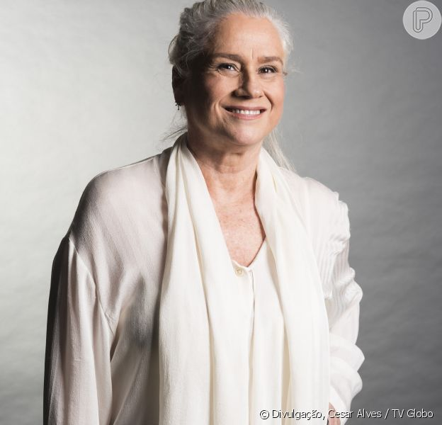 Vera Holtz, no ar como Magnólia na novela 'A Lei do Amor', fica tímida para gravar cenas de intensas em novelas