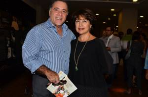 Tony Ramos e a mulher, Lidiane, prestigiam Laura Cardoso em estreia de peça