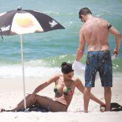 Débora Nascimento exibe barriga sequinha em dia de praia com José Loreto. Fotos!