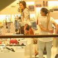 Sasha Meneghel foi clicada em tarde de compras no Fashion Mall, em São Conrado