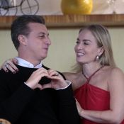 Luciano Huck e Angélica desejam feliz Natal ao lado do Papai Noel: 'Ho, ho, ho'