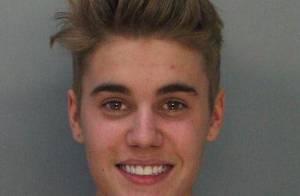 Justin Bieber sorri em foto de ficha policial após ser preso por dirigir bêbado