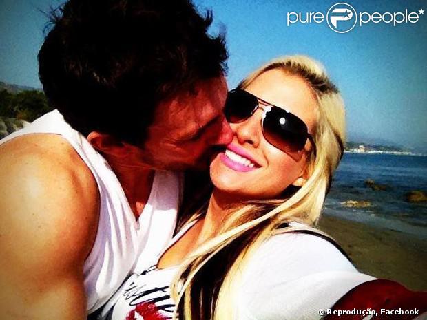 Fabian Aguilar diz que confia na mulher, Clara, com quem é casado há três anos. Ele não acredita que o relacionamento da sister com Vanessa seja sério. 'Clara é hétero', garante