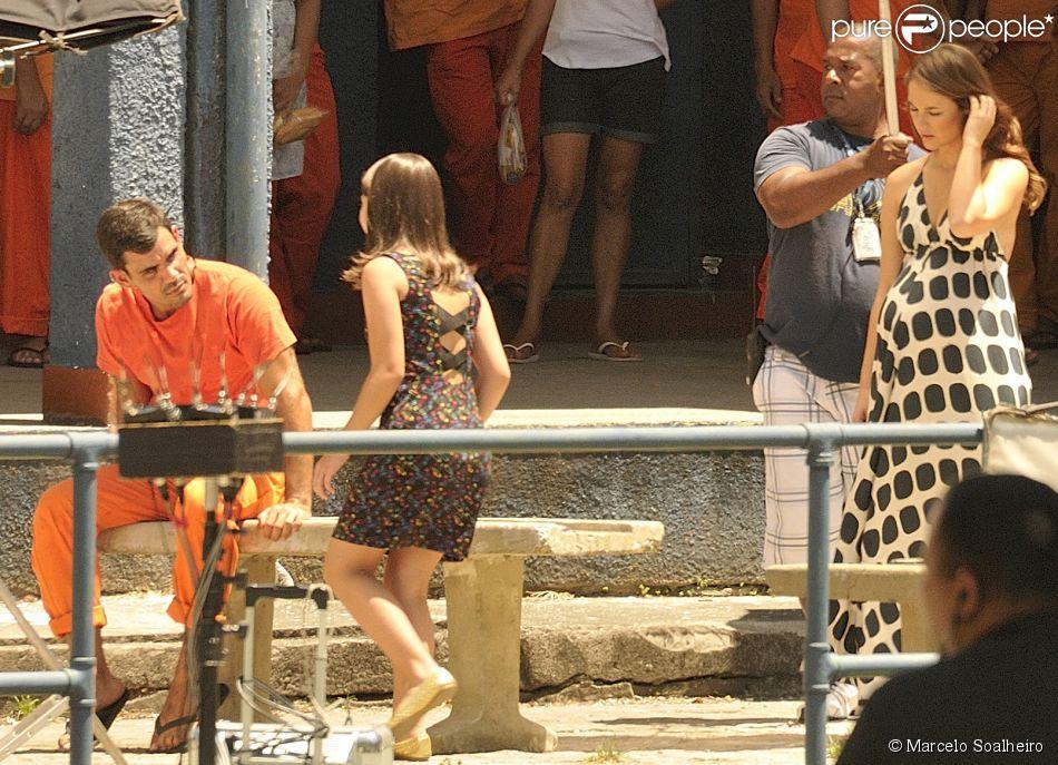 No último capítulo de 'Amor à Vida', Paloma levará Paulinha para visitar Ninho na prisão (30 de janeiro de 2014)