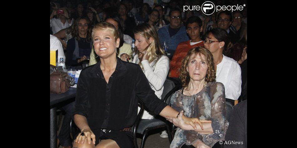Xuxa pede oraçãoes pela sua mãe, Dona Alda, que está internada, em 2 de fevereiro de 2014