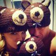 Ana Hickmann e o marido, Alexandre Côrrea, usam toucas de urso em foto postada no Instagram da apresentadora. Eles se autointitulam 'Família Urso'