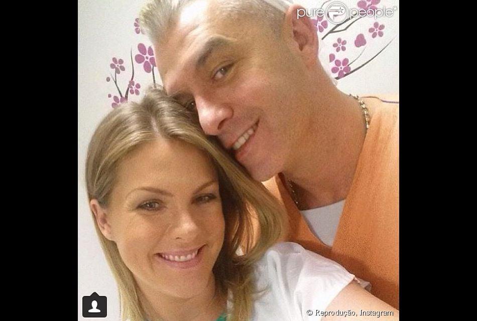 Ana Hickmann dá à luz o primeiro filho, Alexandre, em 7 de março de 2014