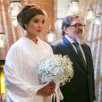 Hirô (Carol Nakamura) é conduzida por Tanaka (Luis Melo) em seu casamento, na novela 'Sol Nascente'