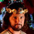 Adonizedeque (Mário Frias) obriga seus soldados deixarem Aruna (Thais Melchior) agonizar até a morte, na reta final da novela 'A Terra Prometida'