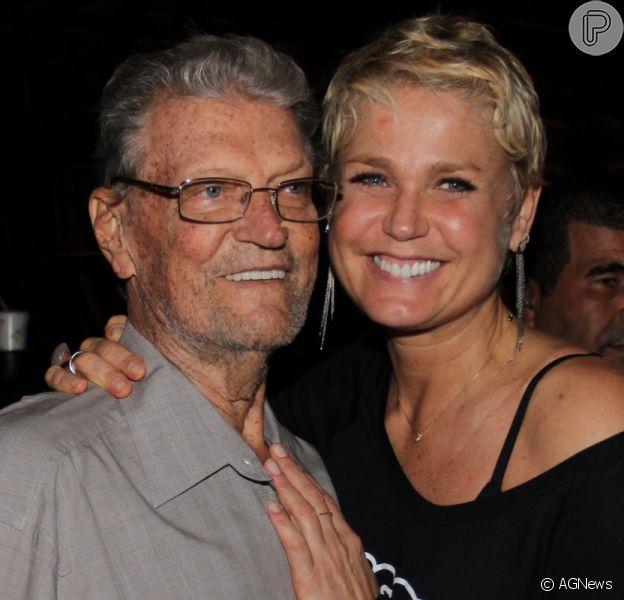 Luiz Floriano Meneghel, pai de Xuxa, está respirando com a ajuda de aparelhos