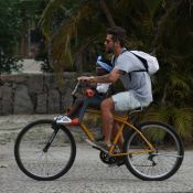 Bruno Gagliasso mostra a filha, Títi, dormindo: 'Não pode andar de bike'
