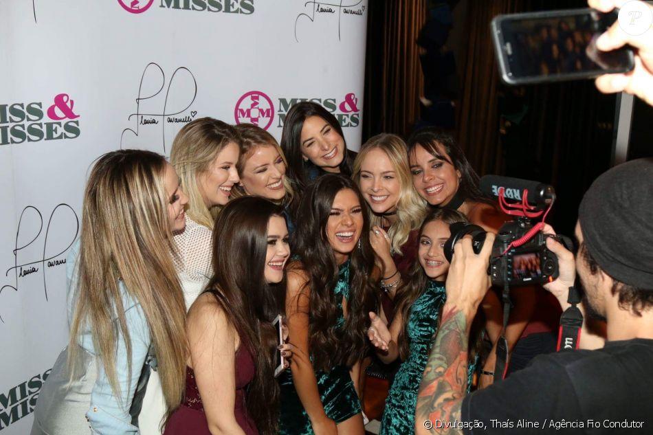 a2b6ef002d184 Larissa Manoela posa para as fotos ao lado das blogueiras Larissa Manoela