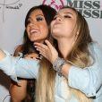 Larissa Manoela, de mega-hair, se diverte em festa com Flavia Pavanelli
