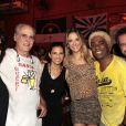 Solteira, Ticiane Pinheiro se jogou no samba na noite de quarta-feira em São Paulo