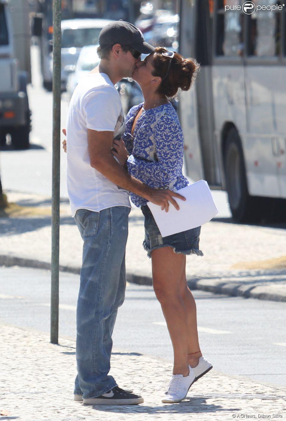 Giovanna Antonelli e Leonardo Nogueira foram flagrados gravando 'Em Família' nesta quinta-feira (06 de feveiro de 2014)