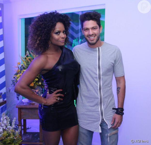 Do 'Big Brother Brasil' para o aniversário de Adriana Bombom: após sua eliminação, na terça, Luiz Felipe foi um dos convidados da comemoração nesta quarta, 15 de fevereiro de 2017