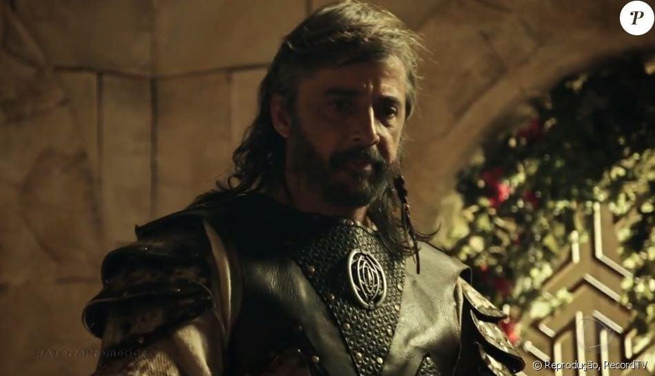 Abul (Joelson Medeiros) morre envenenado ao tentar matar o rei Adonizedeque (Mário Frias), na reta final da novela 'A Terra Prometida'