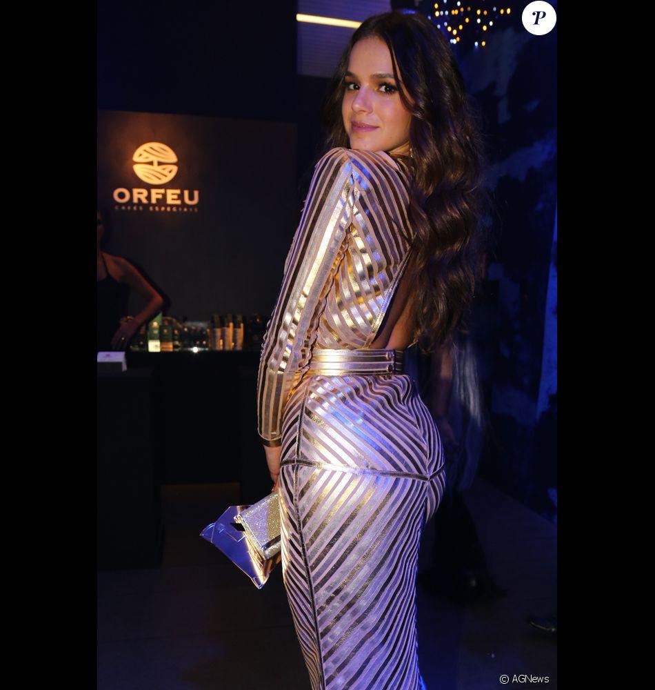857367d3531cf Bruna Marquezine apareceu com mega-hair no Baile da Vogue - Purepeople