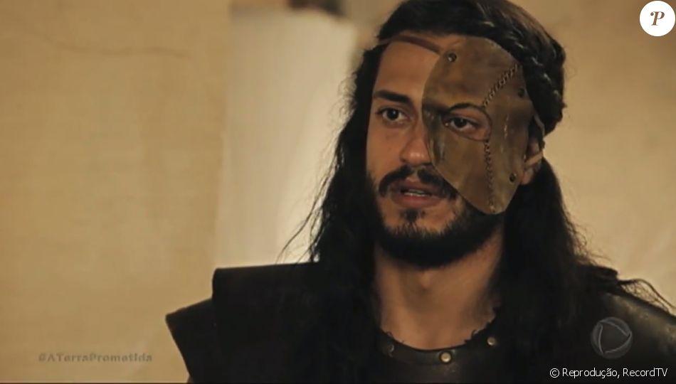 Tobias (Raphael Vianna) propõe pacto para Adonizedeque (Mário Frias) para não ser morto, nos últimos capítulos da novela 'A Terra Prometida'