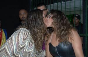 Daniela Mercury beija a mulher, Malu Verçosa, nos bastidores de show, em Recife