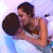 'BBB17': Emilly troca beijos com Marcos e clima esquenta. 'Me pega direito!'