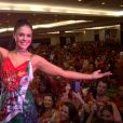 Paloma Bernardi sambou à frente dos ritmistas na feijoada da Grande Rio, no hotel Royal Tulip