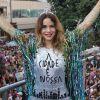 De maiô, Leandra Leal e Alessandra Negrini exibem boa forma em bloco de Carnaval