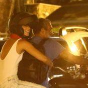 Paolla Oliveira deixa barzinho na garupa da moto do namorado. Veja fotos!