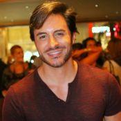 Ricardo Tozzi comenta vida de solteiro e nega título de galã: 'Me acho pegável'