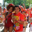 Repórter do 'Vídeo Show', Aline Prado é porta-bandeira do bloco Imprensa Que Eu Gamo, que desfilou em Laranjeiras, em 11 de fevereiro de 2017