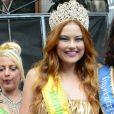 Ellen Rocche foi coroada rainha do bloco de carnaval Fico, no bairro Ipiranga, em São Paulo, no domingo, 19 de fevereiro de 2017