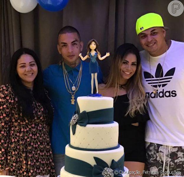 Lexa comemorou com o noivo, MC Guimê, seu aniversário de 22 anos, nesta quarta-feira, 22 de fevereiro de 2017