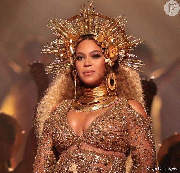 Beyoncé, grávida de gêmeos, não vai cantar no festival Coachella por recomendações médicas