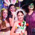 Baile de carnaval na novela 'Sol Nascente' reúne Dora (Juliana Alves), Paula (Anna Lima), Flavinha (Marina Brandão), Elisa (Luma Costa), Kika (Flávia Guedes) e Vanda (Cinara Leal) entre outros