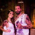 Milena (Giovanna Lancellotti) e Ralf (Henri Castelli), no baile de carnaval do Rota 94, na novela 'Sol Nascente'