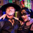 Lenita (Leticia Spiller) e Vittorio (Marcello Novaes) se divertiram no baile de carnaval, da novela 'Sol Nascente'
